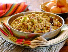 Try this great Tasty Samp and Beans recipe from Your Perfect Sishebo's recipes archives. Make Your Perfect Sishebo today! Bean Recipes, Curry Recipes, Healthy Recipes, Healthy Meals, South African Recipes, Ethnic Recipes, Tasty, Yummy Food, Home Food