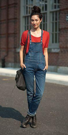 ชุดเอี๊ยมยีนส์ เสื้อยืดแดง รองเท้าบู้ท Jessica Mau