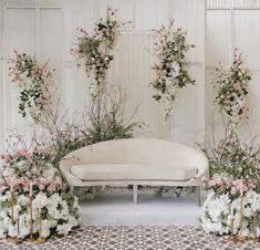 Diy Wedding Archway, Wedding Backdrop Design, Wedding Stage Design, Green Wedding Decorations, Desi Wedding Decor, Pelamin Simple, Wedding Chairs, Bride, Party
