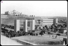 Ankara - Türk Hava Kurumu - 1934 senesi arkada yukarda Namazgah Tepede Etnografya Müzesi Ankara, Old City, Old Pictures, Avon, Dolores Park, Beautiful Places, Turkey, Street View, History