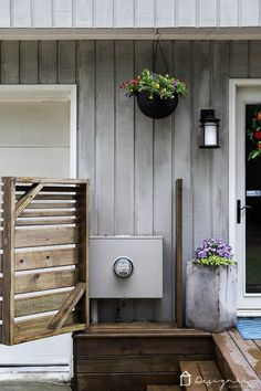 Looking for utility box cover ideas to cover those outdoor eyesores? This DIY utility box cover is gorgeous and functional. It easily opens to give access to the utility box whenever needed! Backyard Projects, Home Projects, Backyard Patio, Electric Box, Diy Home Improvement, Covered Boxes, Home Repair, Deck Decorating, Outdoors
