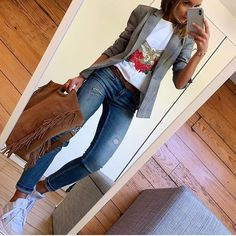 Image may contain: one or more people and shoes Source by kunispringer juvenil femenina moda 2019 Casual Work Outfits, Blazer Outfits, Business Casual Outfits, Mode Outfits, Work Casual, Chic Outfits, Casual Chic, Fall Outfits, Fashion Outfits