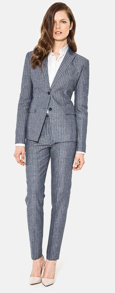 Neutral shoe with gray suit