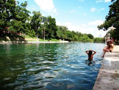 Barton Springs, Austin. A spring-fed pool, what could be more fresh! This is in Zilker Park. The whole park is stunning, so much green, so many active people.