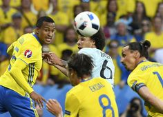 Sweden's defender Martin Olsson (L) vies with Belgium's midfielder Axel Witsel (C) during the Euro 2016 group E football match between Sweden and Belgium at the Allianz Riviera stadium in Nice on June 22, 2016. / AFP / JONATHAN NACKSTRAND