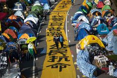Hong Kong Democracy Protesters Brace for New Police Action - BLOOMBERG #HongKong, #Protests