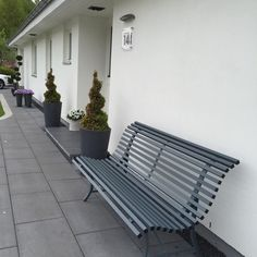Louisiane bench in contemporary Storm Grey looks great against a white or off white wall. Available in New Zealand from Jardin Outdoor Furniture. Made in France by Fermob.