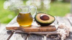 L'huile d'avocat a une couleur vert-jaune et un goût léger d'avocat frais.