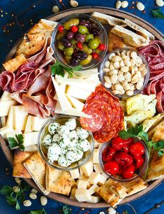 Antipasto Appetizer Cheese Board Antipasto Appetizer Cheese Board - Learn how to build the absolute PERFECT antipasto platter! It's unbelievably easy and sure to be a crowd-pleaser for all your guests! Served with cured meats, fresh chees Plateau Charcuterie, Charcuterie And Cheese Board, Charcuterie Platter, Antipasto Platter, Cheese Boards, Cheese Board Display, Recipes For Charcuterie, Charcuterie For Dinner, Antipasti Board
