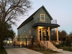 House in Waco, United States. This Shotgun House has been completely renovated. Enjoy the ambiance of this historic Waco home nestled in the heart of downtown, and Baylor. The Magnolia Silos are down the street, as well as countless restaurants. Magnolia Market, Magnolia Farms, Shotgun House Plans, Fixer Upper Shotgun House, Silo House, Narrow House, Upper House, Renting A House, House Colors