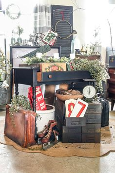 Tour a vintage booth styled and decorated for the holidays! Vintage Booth Display, Vintage Store Displays, Shop Displays, Booth Displays, Retail Displays, Jewelry Displays, Christmas Booth, Vintage Christmas, Christmas Decorations