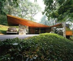 a Frank Lloyd Wright Usonian example: Roland Reisley house, completed in in Pleasantville, NY. Architecture Design, Organic Architecture, Residential Architecture, Amazing Architecture, Modern Architecture Homes, Usonian House, Frank Lloyd Wright Homes, Beton Design, Mid Century House