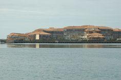 2009. Itsas lakua eta Le Bucanier opor-tokia, Port Albret, Bokale Zaharra, Labrit, Ipar Nafarroa. Author: Gorka J. Palazio License: CC by-sa
