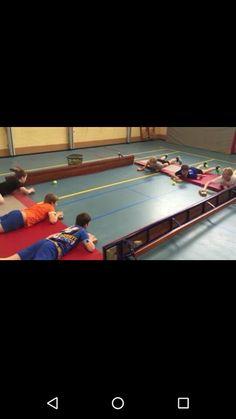 Airhockey Source by mariakiemele School Bo, School Sports, Kids Sports, Pre School, Gym Games, Class Games, Indoor Activities, Classroom Activities, Easy Preschool Crafts