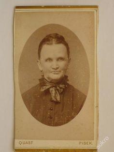 Žena s šátkem kolem krku, foto Quast, Písek (4991144174) - Aukro - největší obchodní portál