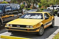 WHAT? WHAT??!?!? Golden DeLorean DMC-12