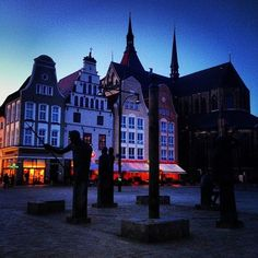good evening #rostock #mecklenburg #evening #citypics #instagood #ig_germany #instagood  (hier: H Neuer Markt)