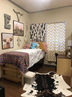 Dorm Western Cactus Dorm Ideas In 2019 Cool Dorm Rooms Cowgirl Bedroom, Western Bedroom Decor, Western Rooms, Country Girl Bedroom, Western Bedding, Junk Gypsy Bedroom, Vintage Western Decor, Western Style, Cool Dorm Rooms