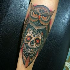 Collection of the most awesome Mexican skull tattoo designs with meaning explained. Day of the dead skull tattoo design ideas for girls and boys. Owl Skull Tattoos, Mexican Skull Tattoos, Skull Girl Tattoo, Skull Tattoo Design, Mexican Skulls, Forearm Tattoos, Body Art Tattoos, Sleeve Tattoos, Trendy Tattoos
