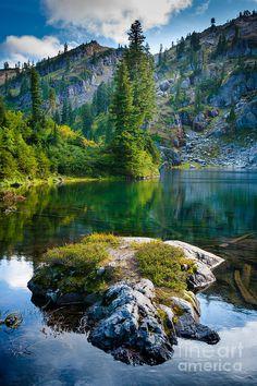 ✯ Rampart Lakes area of Alpine Lakes Wilderness, Washington