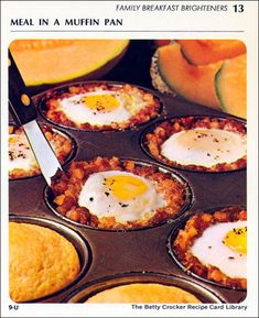 1971 Vintage Betty Crocker Meal In A Muffin Pan - 1 can and ounces) corned beef hash 6 large eggs salt and pepper - to taste package of Betty Crocker corn muffin mix Directions Heat oven to 400 degrees. Corned Beef Hash Canned, Baked Corned Beef, Corn Beef Hash, Retro Recipes, Vintage Recipes, Vintage Food, Breakfast Dishes, Breakfast Recipes, Breakfast Ideas