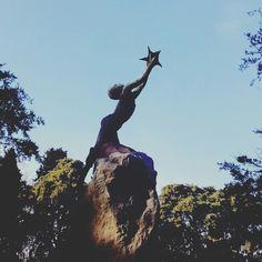 Un niño atrapando una estrella (la poesia), es el precioso homenaje a Ruben Dario en el Parque Grande #zaragozaguia #zaragoza #zgz #regalazaragoza #zaragozapaseando #zaragozaturismo #zaragozadestino #miziudad #zaragozeando #mantisgram #magicaragon #loves_zaragoza #loves_aragon #igerszaragoza #igerszgz #igersaragon #instazgz #instamaños #instazaragoza #zaragozeando #mantisgram #magicaragon #loves_zaragoza #loves_aragon #igerszaragoza #igerszgz #igersaragon #instazgz #instamaños #instazaragoza
