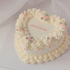 Pretty Birthday Cakes, Pretty Cakes, Beautiful Cakes, Fancy Cakes, Mini Cakes, Cupcake Cakes, Korean Cake, Pastel Cakes, Cute Desserts