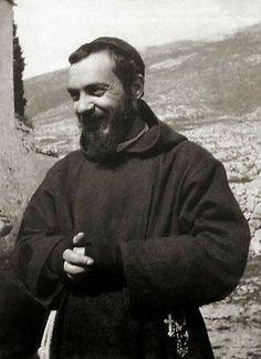 St Pio Of Pietrelcina, Spanish Prayers, Lives Of The Saints, Mom Prayers, Christian Religions, Saint Quotes, Pope John, Catholic Saints, St Francis