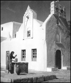 Mykonos Island, Mykonos Greece, Vintage Pictures, Old Pictures, Myconos, Old Time Photos, Greece Pictures, History Of Photography, Magnum Photos