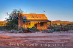 Australian Outback Stock Photos, Pictures and Images Australian Desert, Australian Homes, Colonial Cottage, Australian Painting, Old Farm Houses, Old Barns, Colour Images, Australia Travel, Cladding