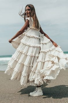 Bohemian maxi dress, boho style clothing, boho-chic clothes, gypsy summer long dress on boho boutique Bohemian Mode, Bohemian Style, Boho Chic, Gypsy Style, Hippie Chic, Boho Fashion, Fashion Dresses, Fashion Design, Fashion Ideas