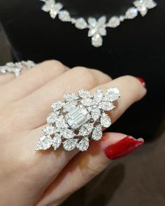 Choosing Diamond and Gemstone Rings Pandora Jewelry, Jewelry Art, Vintage Jewelry, Fine Jewelry, Jewelry Design, Jewlery, Stylish Jewelry, Luxury Jewelry, Fashion Jewelry
