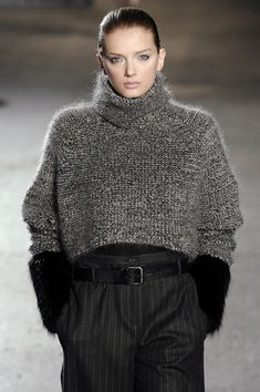 Malo at New York Fashion Week Fall 2007 - Runway Photos Knitwear Fashion, Knit Fashion, Look Fashion, Trendy Fashion, Fashion Ideas, Fall Fashion, High Fashion, Cozy Winter Outfits, Fall Outfits