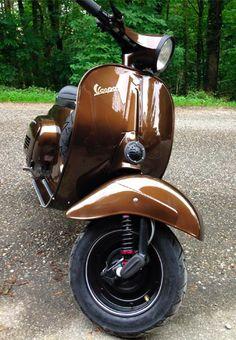 Vespa Primavera Marrakesch Braun Metallic BMWYou can find Vintage vespa and more on our website. Vespa 200, Vespa 150 Sprint, Moto Vespa, Piaggio Vespa, Lambretta Scooter, Scooter Motorcycle, Vespa Scooters, Vintage Vespa, Vespa Retro