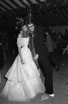 Best Celebrity Style from the Seventies: looks of Bianca Jagger, Farrah Fawcett, Cher, Debbie Harry, Ali MacGraw [PHOTOS] Vintage Ysl, Vintage Bridal, Saint Laurent Dress, Yves Saint Laurent, 70s Fashion, Vintage Fashion, Bianca Jagger, Mick Jagger, Kendall Jenner Style