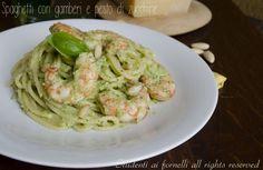 Spaghetti con gamberi e pesto di zucchine, ricetta primo facile