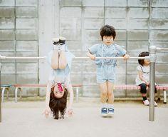 Kids having fun in Japan by Hideaki Hamada. Kids Fashion Photography, Film Photography, Children Photography, Asian Kids, Asian Babies, Cute Kids, Cute Babies, Baby Kids, Kind Photo