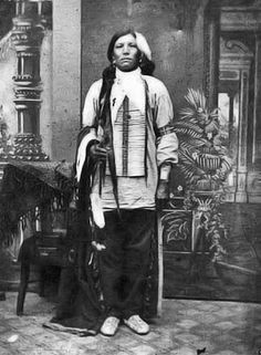 Crazy Horse, Oglala Lakota Chief - 1877 - Unknown photographer - - Photo supposée de Crazy Horse, son attribution est controversée. - Crazy Horse in 1877 shortly before his death. Authenticity of the photo is disputed... (Photoshopped b&w version)
