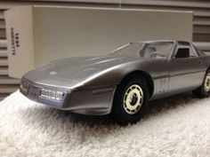 1984 Chevrolet  Corvette Silver DEALERSHIP PROMO CAR  1:24 Scale ERTL