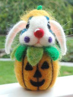 HALLOWEEN CLOWN Bunny  Nadel Filz  Halloween  von HeartFeltCustoms