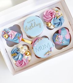 Dessert Boxes, Cupcake Boxes, Chocolate Covered Fruit, Chocolate Treats, Candy Gift Box, Candy Gifts, Baking Business, Small Desserts, Sweet Box