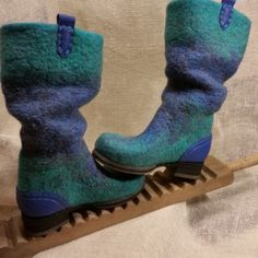 How To Make Shoes, How To Wear, Felt Boots, Wool Shoes, Fancy Shoes, Felted Slippers, Nuno Felting, Felt Art, Shoes