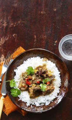 Kiinalainen karjalanpaisti   Meillä kotona My Favorite Food, Favorite Recipes, Asian Recipes, Ethnic Recipes, Cooker, Chili, Army, Drinks, Kitchen