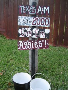 Aggie Yard Sign with the class years of all the Aggies in the House. Football Crafts, Football Pics, Football Season, Aggie Ring Day, Aggie Game, Texas A&m, Party Signs, Grad Parties, Craft Projects