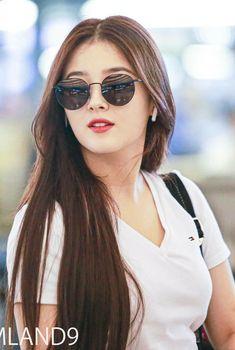 Nancy Jewel Mcdonie, Nancy Momoland, Beautiful Girl Photo, Beautiful Asian Girls, South Korean Girls, Korean Girl Groups, Cute Boy Pic, Cute Marshmallows, Korean K Pop