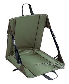 """Toll fürs Camping oder Tagestouren: Der """"Original Chai"""" von Crazy Creek. Auf dem gepolsterten Outdoor Stuhl lässt sich entspannt ein Päuschen einlegen. Bei globetrotter.de"""