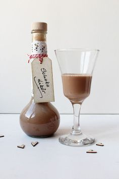 There hasn& been a drink for a long time. And since I still had whiskey left, I used to . Christmas Drinks Alcohol, Cocktail Shots, Homemade Liquor, Chocolate Liqueur, Baileys Irish Cream, Cake & Co, Xmas Food, Sweet Sauce, English Food