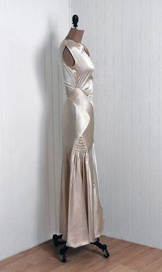 antique 1930s gown | stunning 30s dress design