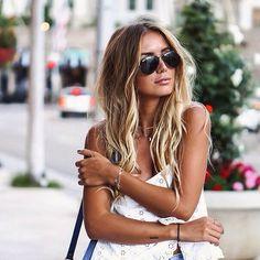 donkerblond haar met blonde plukken is een van de nieuwe #trends ook leuk om je haren eens een beetje onderaan te krullen !!