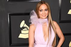 Jennifer Lopez wearing Ralph & Russo Spring 2017 Couture gown at the Grammy Awards on February 2017 in Los Angeles, California. My Beauty, Beauty Hacks, Hair Beauty, Jennifer Lopez, Loreal Infallible Foundation, Ralph And Russo, Perfect Makeup, Big Fashion, Gorgeous Women
